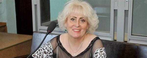 Экс-мэру Славянска Неле Штепе определили уже 11-й по счету состав судей