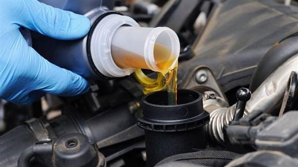 Что нужно знать о замене масла в автомобильном двигателе?