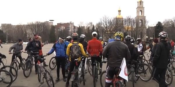 Как в Славянске велосипедисты из разных городов открыли весенний сезон (ВИДЕО)