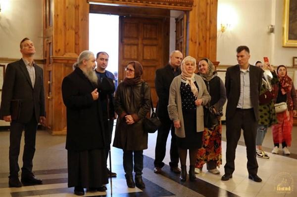 Посол США в Украине побывала в Святогорской Лавре, чтобы познакомиться с деятельностью по помощи переселенцам
