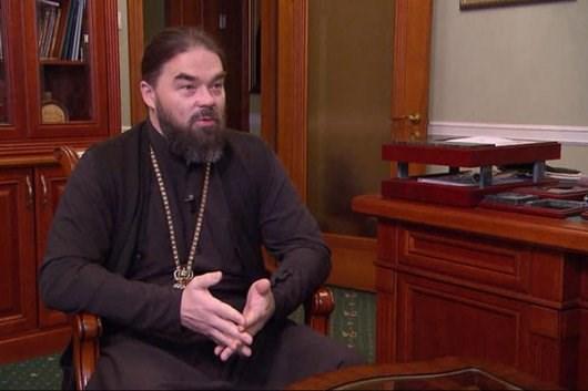 Митрополита Горловского и Славянского считают агентом Кремля на украинской территории и агентом Украины на оккупированной