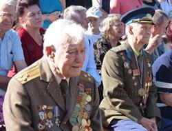 71 год спустя слово «мир» в Славянске зазвучало по-новому: в День города жители  почтили память погибших ветеранов войны и поздравили героев-освободителей Донбасса