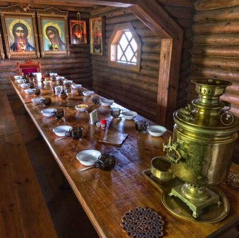 Фотограф впервые опубликовал виртуальный тур по трапезной для монахов в Святогорской Лавре