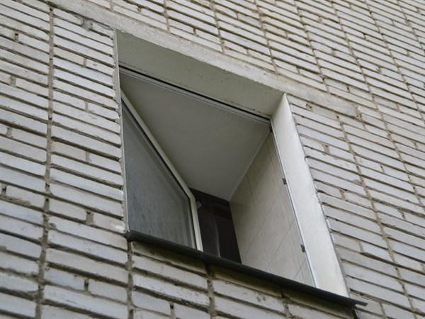 Вышел на балкон покурить: собутыльники не заметили, как с 3-го этажа  выпал  35-летний житель Николаевки