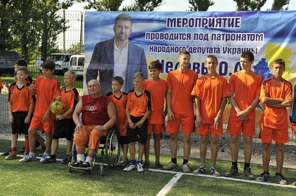 В Славянске появилась футбольная площадка с искусственным покрытием