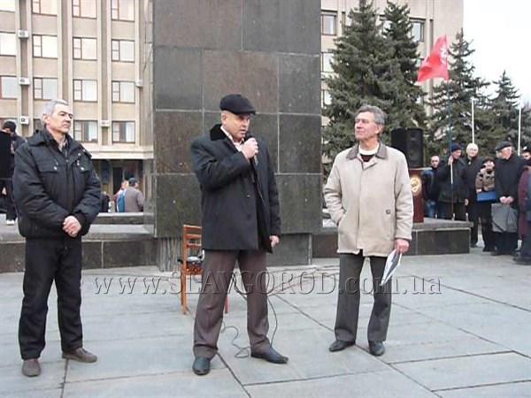 Как начальник  городского отдела милиции Славянска Александр Мельковский ответил на вопрос: признает ли он легитимность «Киевской власти» (Видео)