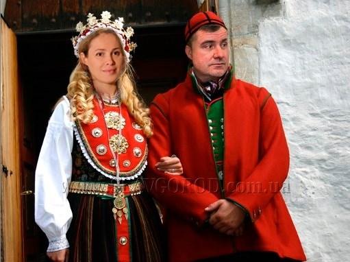 7 костюмов для мэра Славянска и его друзей для празднования Дня Европы