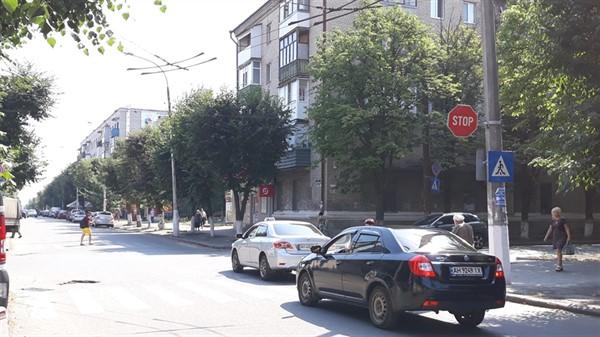 На проблемном перекрестке Славянска появились знаки STOP