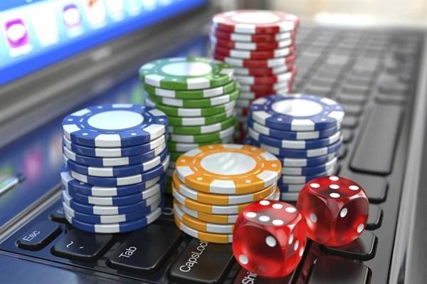 Игры на деньги в Космолот: как все происходит?