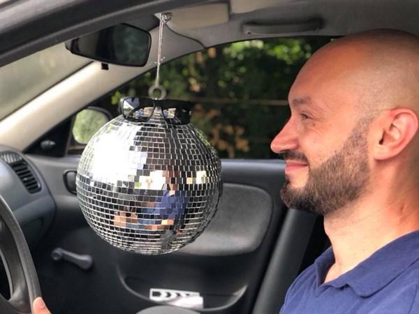 «Прохожие слегка присели»: по Славянску ездил автомобиль с дискоболом на пассажирском месте