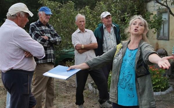 Дайджест о событиях на востоке: все способы позвонить в Донецк, и что будет с Песчаным после гибели семьи активистов
