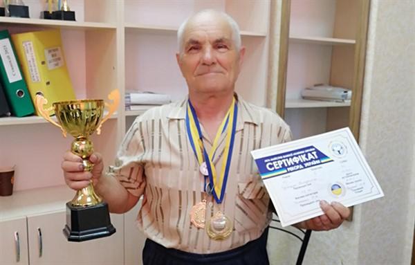 Тяжелоатлет-ветеран из Славянска установил новый рекорд страны