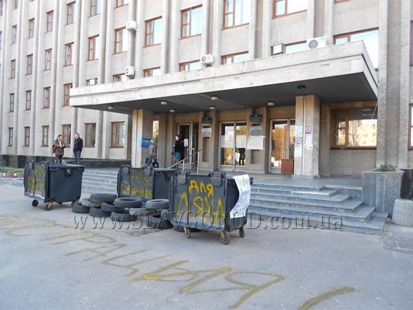 Что происходит в городском совете Славянска? Мусорные баки исчезают, а затем снова появляются