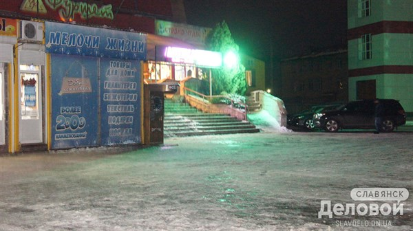 Славянск во льдах: зима принесла гололед на улицы города