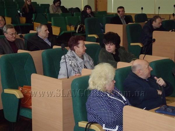 Деньги на дороги, проекты - в область: за что голосовали депутаты Славянского горсовета на внеочередной сессии
