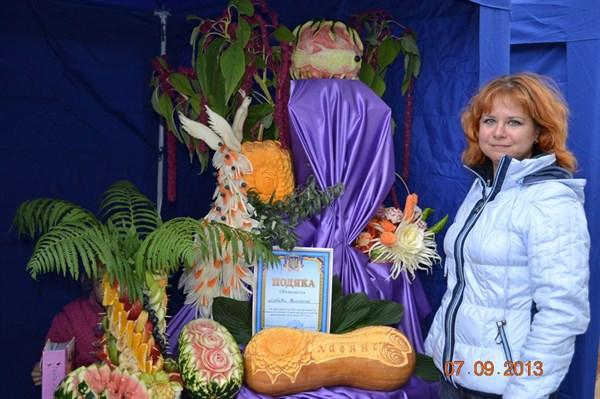 Портрет горожанина: жительница Славянска создает чудесные композиции из овощей и фруктов и не понаслышке знает, что такое карвинг