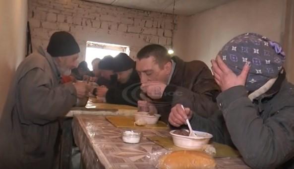 Пункт обогрева, горячие обеды и возможность переночевать - что в Славянске делают для бездомных людей