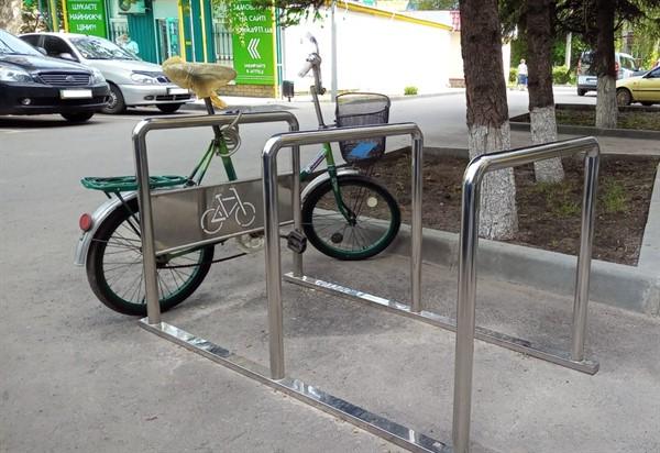 Велосипедистам Славянска не хватает парковок