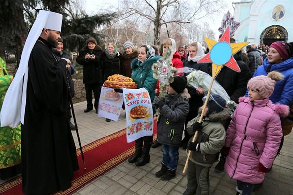 Митрополит Митрофан совершил литургию в Серафимовском храме Славянска
