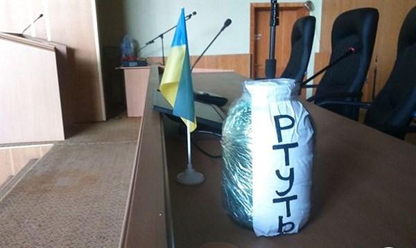 Банки с песком, вывоз ртути и «террорист» Хоменко: активиста из Славянска вызвали на суд в Мариуполь