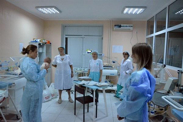 Найденная в Славянске малышка приняла первых посетителей
