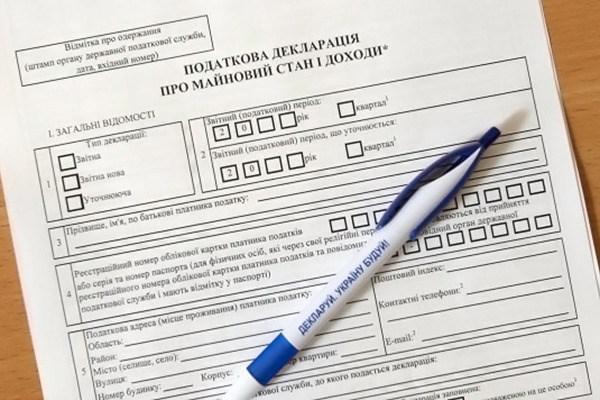 Скромное обаяние: начальник отдела Святогорского горсовета задекларировала несколько домов и квартир, два элитных авто и больше миллиона гривен на счетах