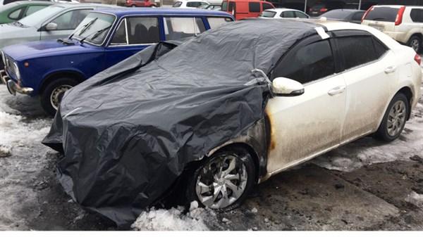 Сегодня ночью в Славянске на автостоянке в центре города подожгли автомобиль