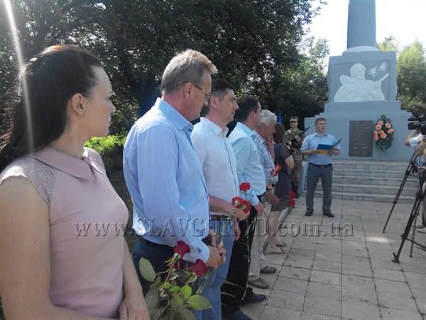 «Двадцать второго июня, ровно в четыре часа»: в Славянске возложили цветы к братской могиле воинов Второй Мировой