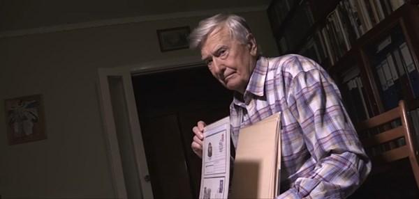 «Вместо обеда покупал марки»: видеоистория Михаила Длугоканского, члена общества филателистов Славянска с 1968 года