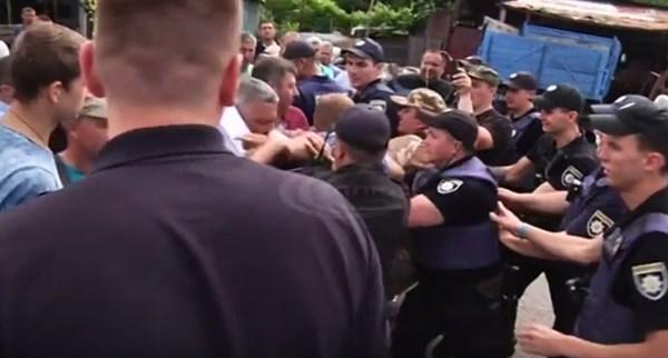 Страйк керамистов в Славянске и противостояние с полицией: как все происходило
