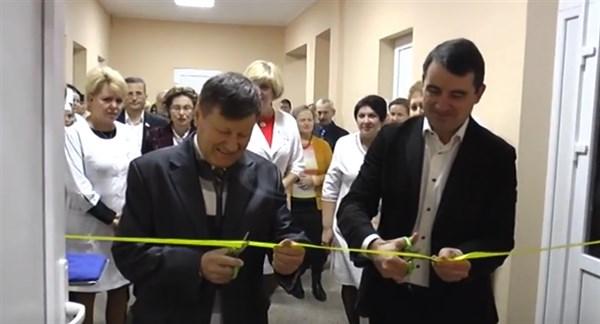 После двух лет ожидания в Славянске торжественно открыли первый этаж отремонтированной амбулатории №10 в районе вокзала