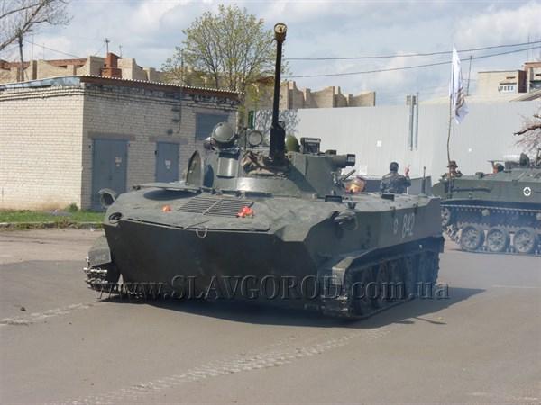 «А вам слабо?»: в Славянске прошел «мастер-класс» по вождению боевой техники