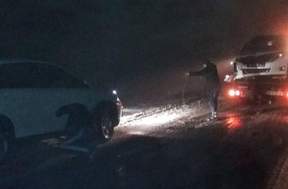 """Полицейские Донетчины помогают водителям, которые попадают в погодные """"ловушки"""" (Фото)"""