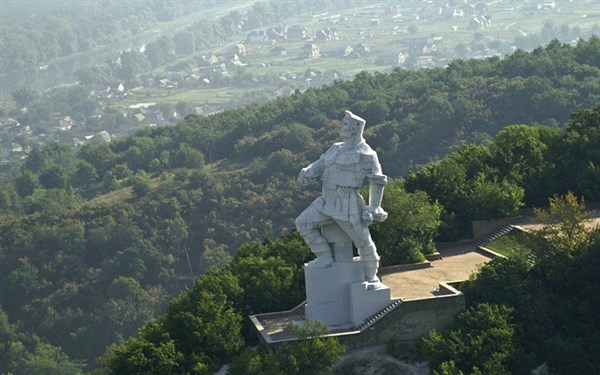 Это лучше видеть: фотограф создал необычную панораму 360° Святогорска с памятника Артему