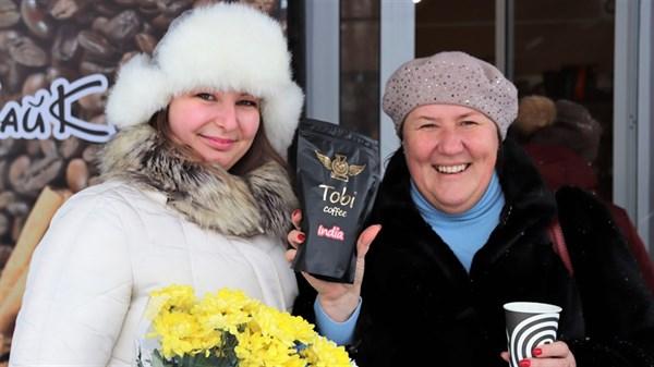 """Підприємниця зі Слов'янська відкрила компанію з обсмаження кави та кав'ярню """"Чайкофский"""": чи вдається привчати мешканців до якісної продукції"""