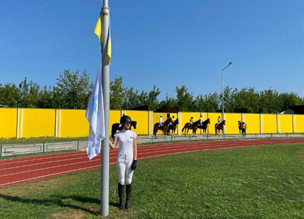 На стадионе Славянска прошло мероприятие в честь открытия Олимпиады