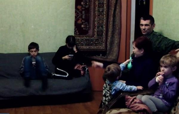 В Горловке живет боевик из Славянска с многодетной семьей: им предоставили жилье, но они скучают за родным городом
