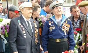 Этот праздник со слезами на глазах: в этом году День Победы в Славянске был как никогда наполнен эмоциональными выступлениями и общей сплочённостью горожан