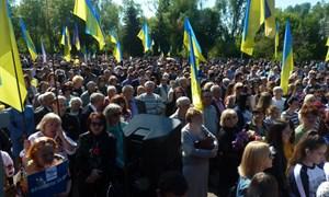 9 мая 2016 в Славянске. Драки, зеленка и голуби мира