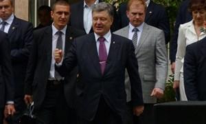 Президент Петр Порошенко на торжественной линейке в школе Славянска