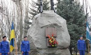 В Славянске почтили память солдат, погибших во время войны в Афганистане и возложили цветы к памятнику воинам-интернационалистам