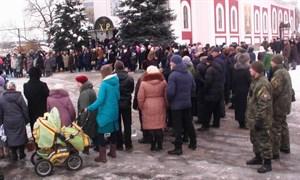 Крещение 2017: Жители Славянска запасались святой водой и ныряли в прорубь (Фото)