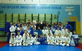 В Славянской школе дзюдо подвели итоги и наградили лучших спортсменов 2013 года