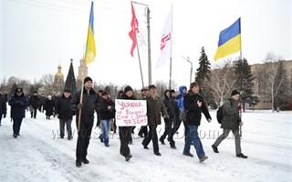 В Славянске День Cоборности не стал Днем Единства: в городе состоялся двойной митинг, на который участники шли к памятнику Тарасу Шевченку разными путями
